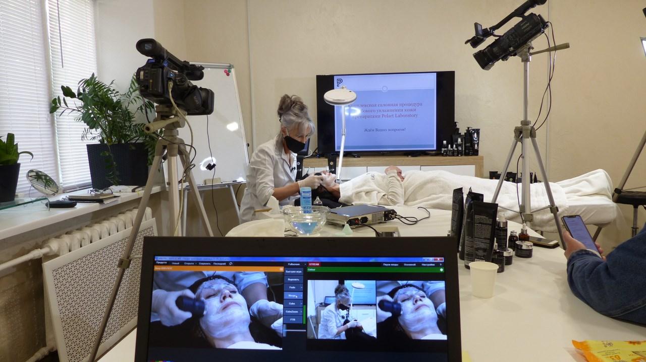 Двухкамерная онлайн трансляция процедуры увлажнения кожи | VasheVideo Backstage