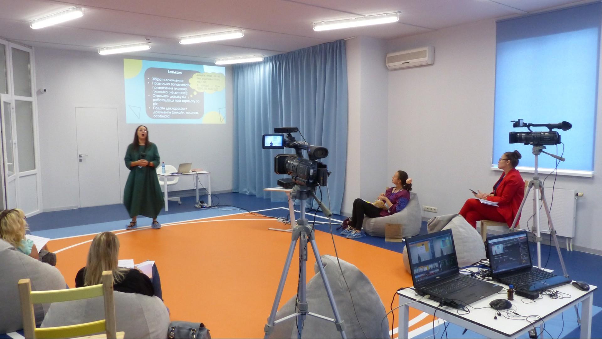 Двухкамерная онлайн трансляция вебинара по госудаственной поддержке семей на образование ребенка
