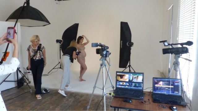 Онлайн трансляция вебинара по студийному освещению в профессиональной фото студии на циклораме